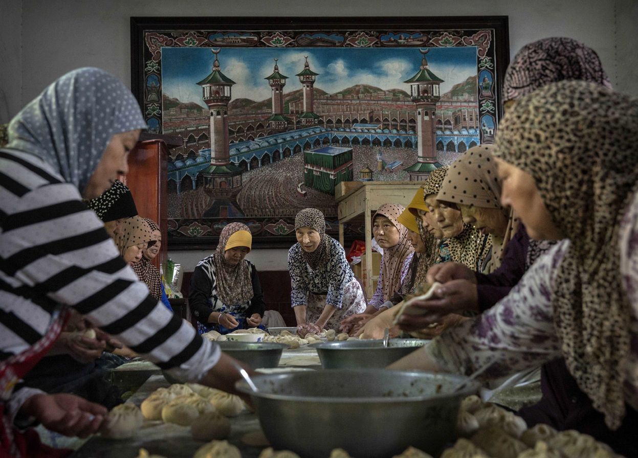 Hui Muslim women prepare food to break their fast during Ramadan at a women's only Mosque on July 11, 2014 in Sangpo, Henan Province, China